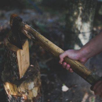 Holz spalten mit Spalthammer | Schritt für Schritt Anleitung für die Spaltaxt