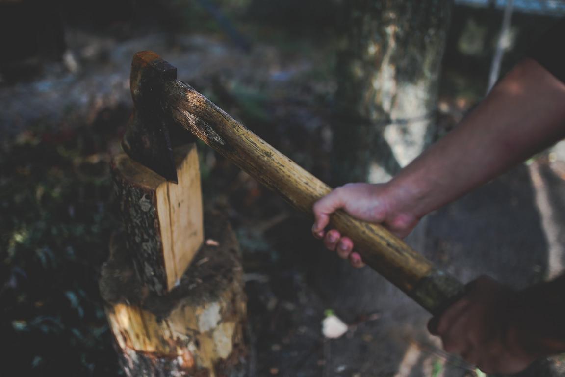 Spaltaxt zum Holz Hacken