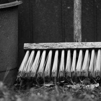 Gartenbesen Vergleich (Top 5) | Outdoor Besen für den Garten