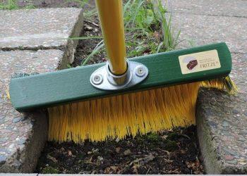 Krallenbesen Vergleich (Top 5) | Bester Besen für den Garten?