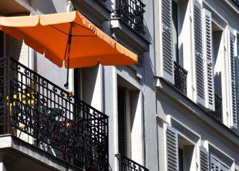 Gartenschirm Vergleich | Top 5 Balkonschirm & Terrassenschirm
