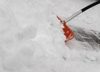 Schneeschaufel Vergleich | Schneeschieber & Schneeräumer kaufen