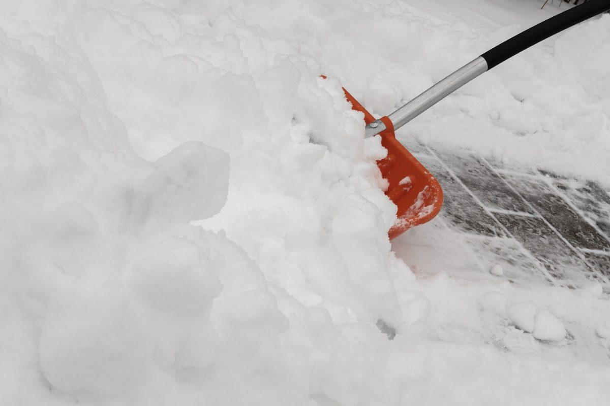 Kunststoff Schneeschieber mit Stiel Stoßkante Schneeräumer Schneeschaufel