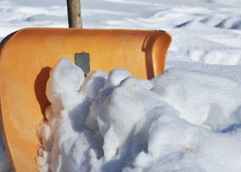 Schneeschippen & Schneeräumpflicht | Gesetz, Pflichten & wann?