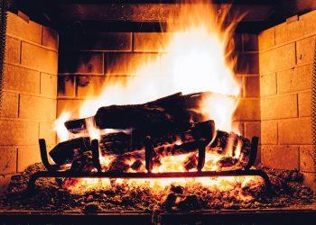 Richtig heizen mit Holz | Effizient & günstig im Kachelofen