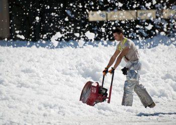 Schneefräse mit Akku | Schneeräumer & Schneeschieber elektrisch