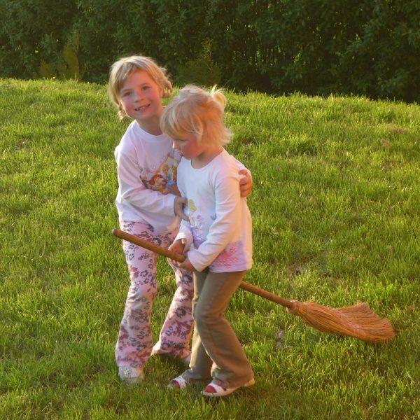 Rasen Garten Rasenpflege Kinder Mädchen Spielen